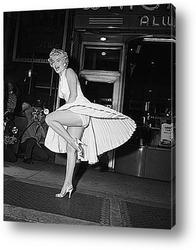 Постер Мерлин Монро позирующая на решётке подземки,1954г.