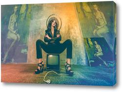 Постер Девушка на телевизоре